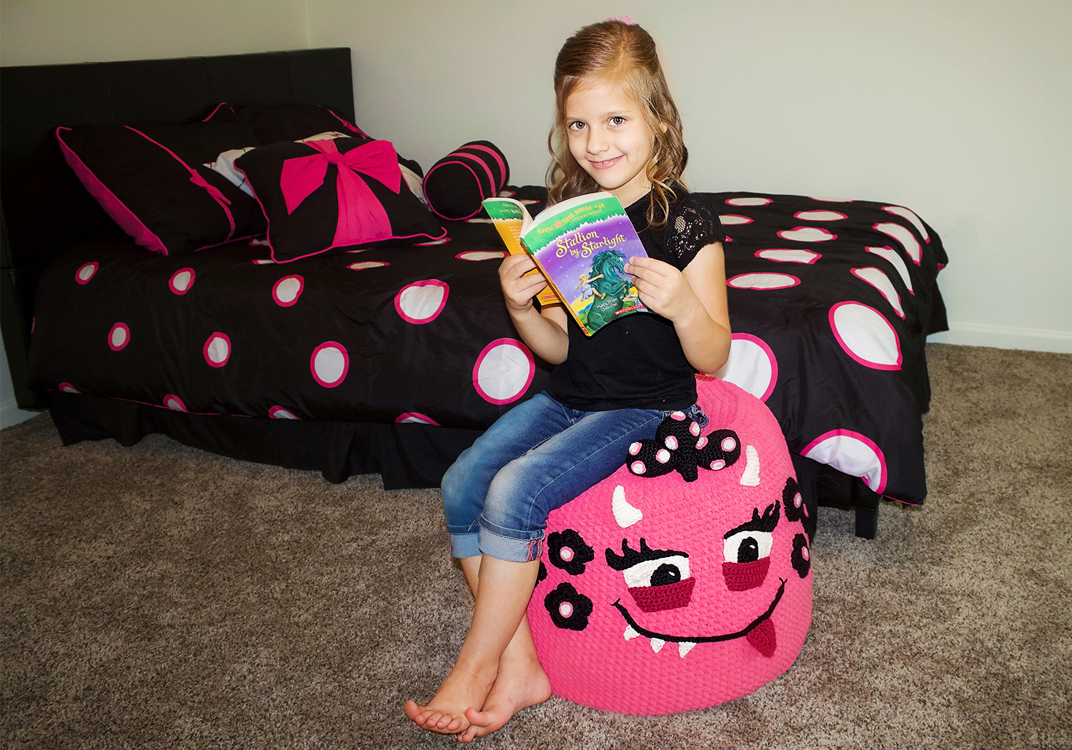 girl pouf decor