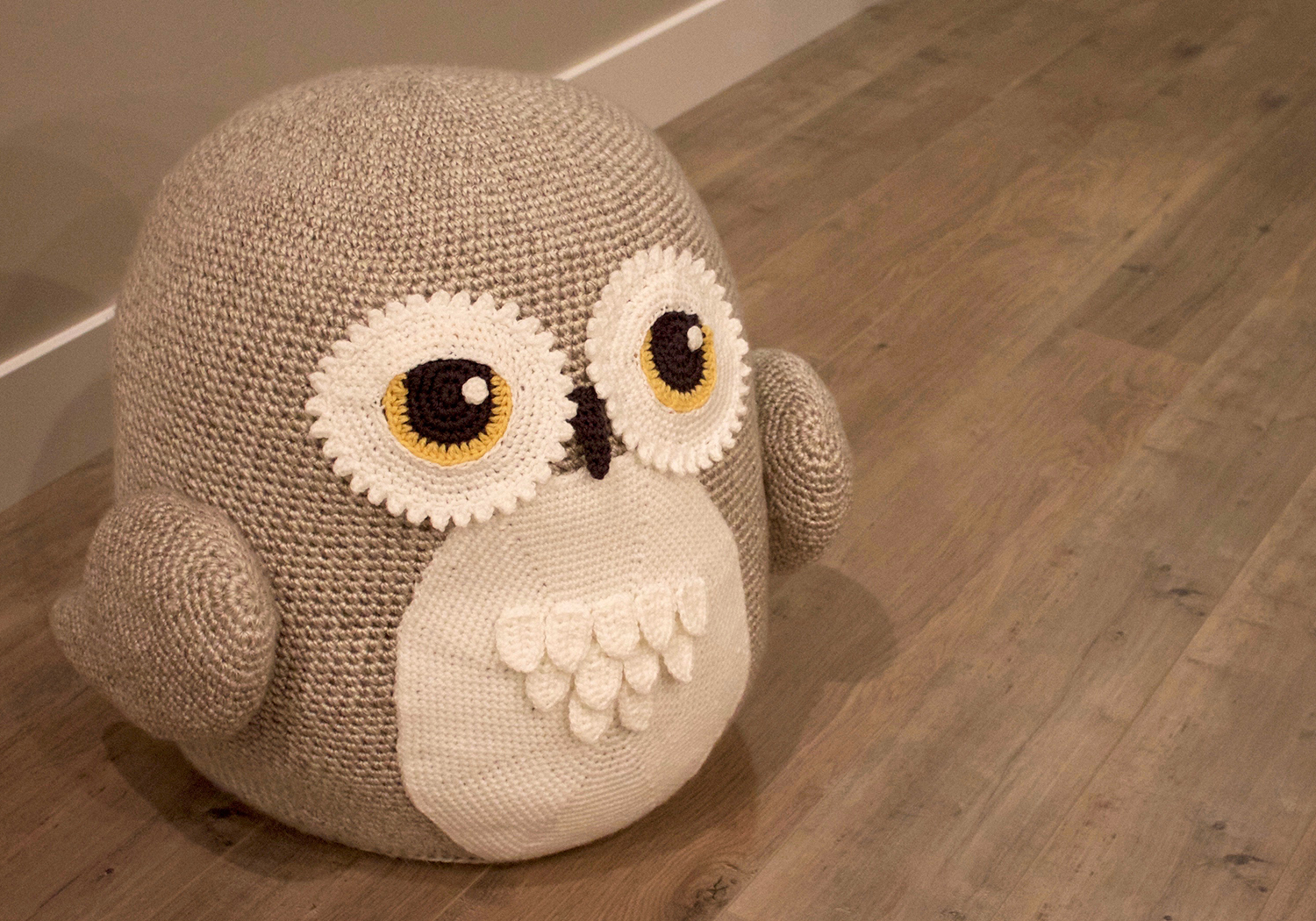 animal owl pouf