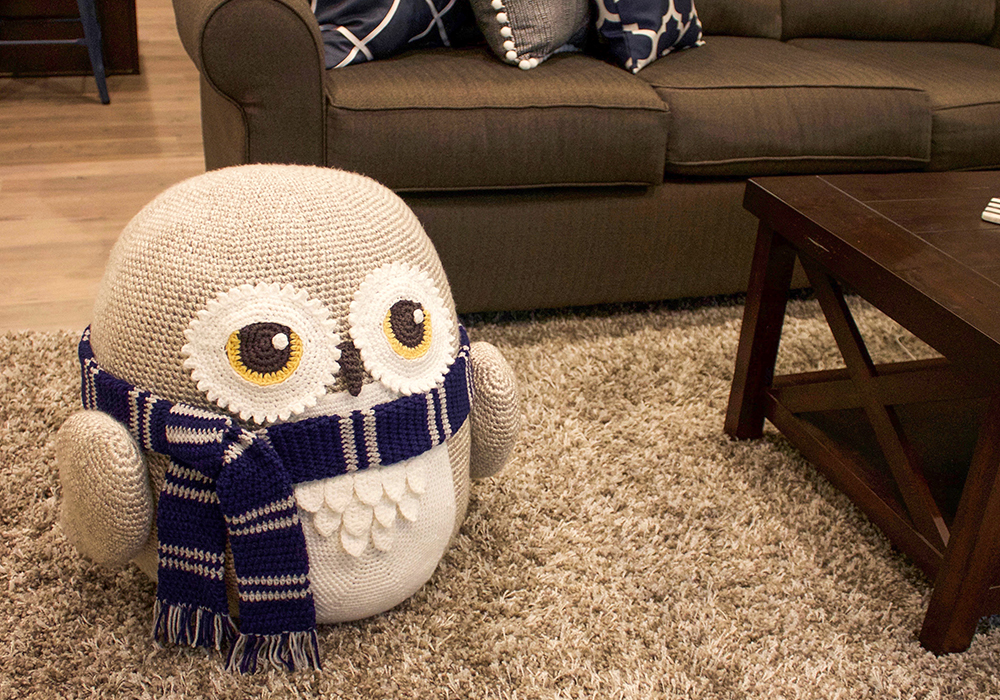 Snow Owl Pouf Decor